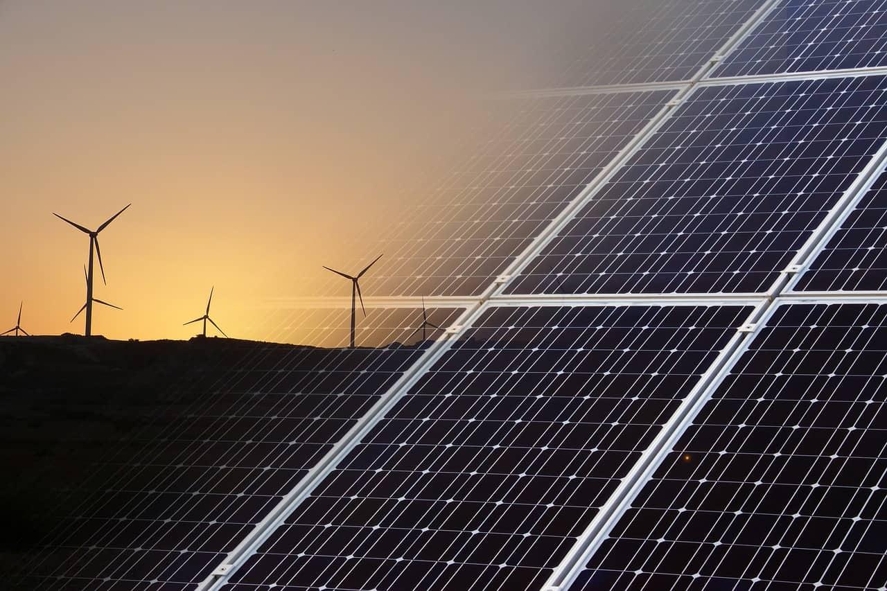In che modo le aziende utilizzano l'energia rinnovabile e le tecnologie pulite per promuovere una crescita sostenibile
