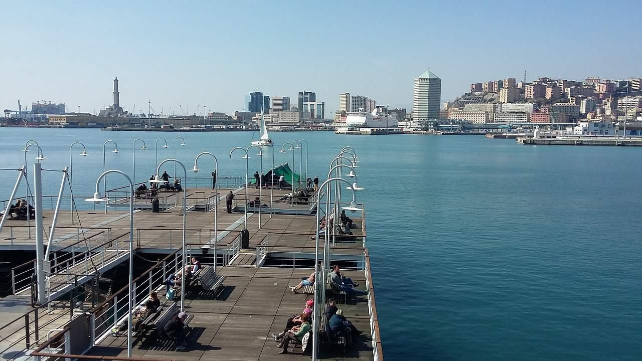 """Smart Dockers: un concept di progetto per il riutilizzo degli spazi esterni degli """"ex Magazzini del Sale"""" di Genova"""